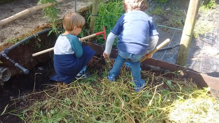 ¡Seguimos acondicionando nuestro huerto!