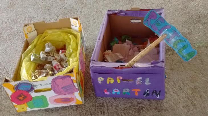 Hemos hecho nuestros propios contenedores y reciclamos a la hora de la merienda y cuando hacemos actividades manuales y artísticas.