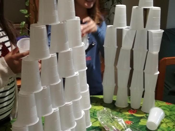 """Ideas """"Mentes activas"""" 1: Torres con vasos"""