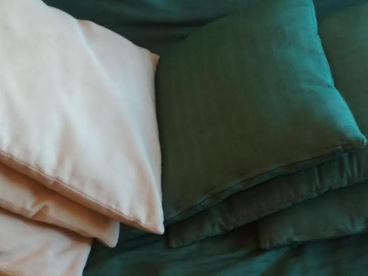 Los cojines se han separado por colores.