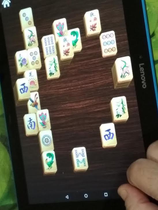 Jugando al Mahjong y activando la mente.